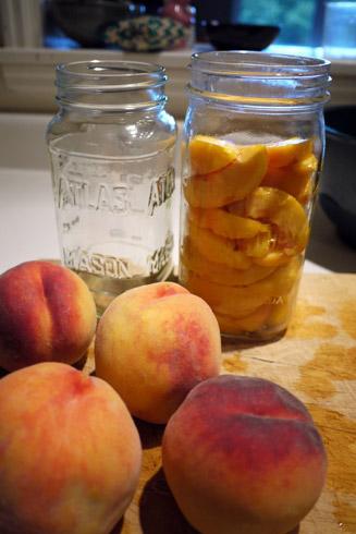 桃の瓶詰め