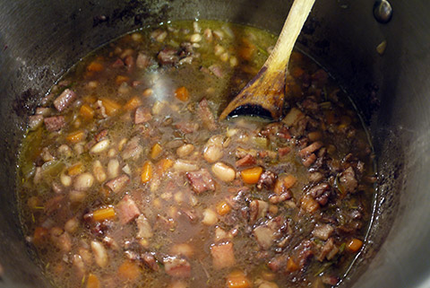 red_wine_pintobeans_bacon_soup